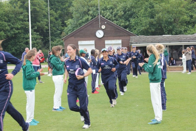 Middlesex_Women_team_Bushy_Park_Girls_29_05_2016_b