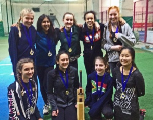 Coombe_Girls_cricket_indoor_champions_2017a_50%
